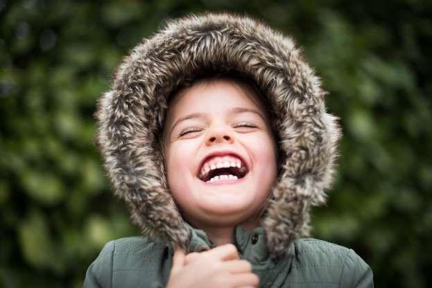15 benefícios do sorriso para a saúde física e mental